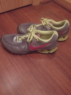 WOMEN'S NIKE REAX RUN 7 RUNNINg size 8. for Sale in Columbus, OH