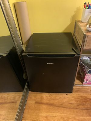 Galanz 1.7 Cu Ft Single Door Mini Fridge for Sale in Baltimore, MD