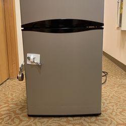 Mini Refrigerator for Sale in Bellevue,  WA