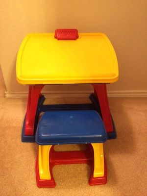 Kids desk and easel for Sale in Tomball, TX