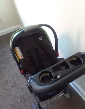 Rarely Used Graco Snag&Go Stroller w/carseat for Sale in Washington, DC