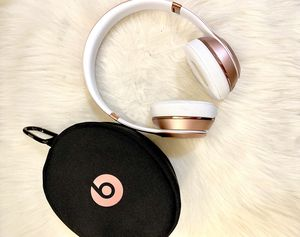 Beats Solo 3 Wireless Limited Edition Rose Gold for Sale in Alafaya, FL
