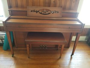 Free Gratis Piano for Sale in Bloomingdale, MI