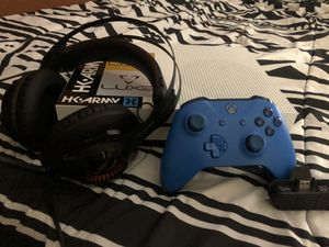 Xbox one S 500Gb for Sale in Kissimmee, FL
