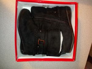 Toddler girl ankle boots (suede) for Sale in Euclid, OH