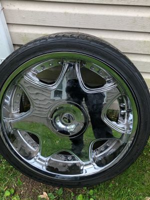 Set of 4 Lorenzo Chrome 22inch wheels and rims for Sale in Southfield, MI