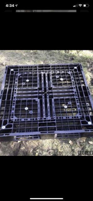Heavy duty plastic pallets for Sale in Peabody, MA