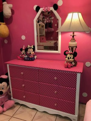 MINNIE MOUSE DRESSER WITH MIRROR for Sale in Pomona, CA