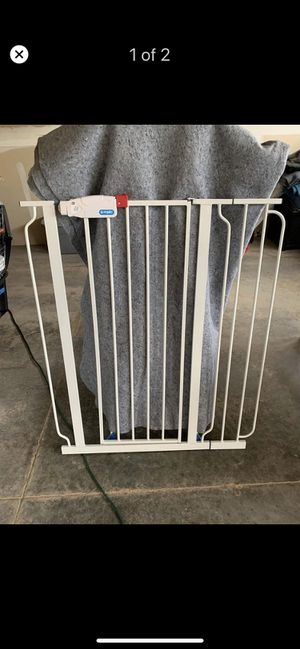 Tall Regalo Baby Gate/Pet Gate (41inch H/35inch W) for Sale in Keystone, SD