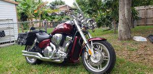 2005 Honda vtx1800f1 for Sale in Miami, FL