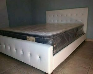 NEW BEAUTIFUL QUEEN DIAMOND BED WITH MATTRESS AND BOX SPRING for Sale in Biscayne Park, FL