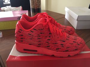 Nike AirMax size 7y for Sale in Raleigh, NC