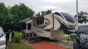 2018 Grand Design Solitude 373fb for Sale in Tallahassee, FL