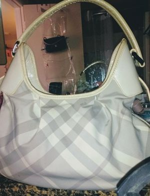 Authentic Burberry medium white and grey check bag . Only used a few times excellent condition ..with dust bag. for Sale in San Diego, CA
