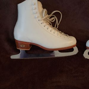 Riedel Size 5 1/2 White Figure Ice Skates for Sale in North Tustin, CA