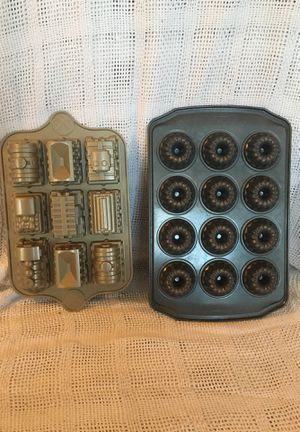 Train cake pan and mini bundt pan. for Sale in Township of Taylorsville, NC