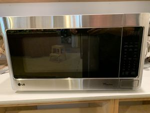 LG 2.0 cu. ft. Countertop Microwave in Stainless Steel for Sale in Arcadia, CA