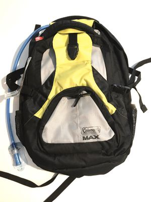 Coleman MAX 2 in 1 Marsupial Backpack w/ 2L Hydration Pack for Sale in Moreno Valley, CA