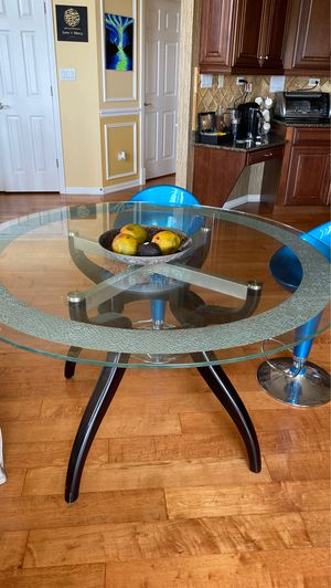 Circle Breakfast Table with Stools for Sale in Lake Zurich, IL