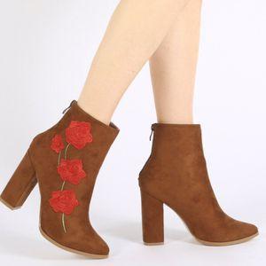Gucci flower boots fashion for Sale in Miami, FL