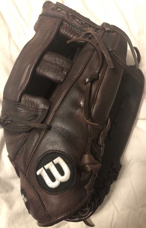 Wilson Softball Glove for Sale in Hacienda Heights, CA