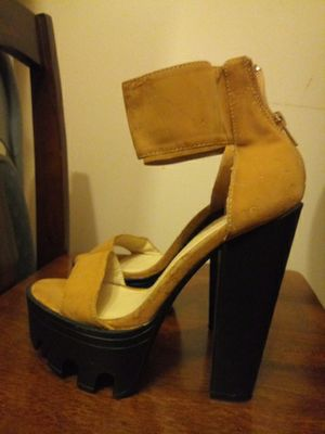 Wild diva camel color heels size 7 for Sale in Alton, IL