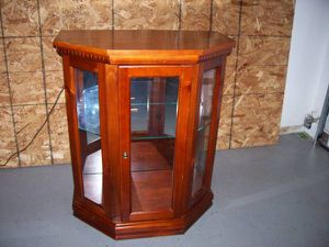 Small Display Cabinet * dark wood * Lighted ! for Sale in Boise, ID