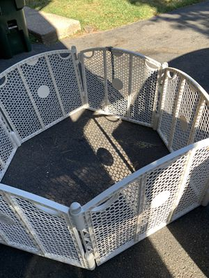 Baby gate play yard (FREE) for Sale in Glastonbury, CT