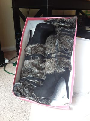 Galinah Wide Fur boots for Sale in College Park, GA