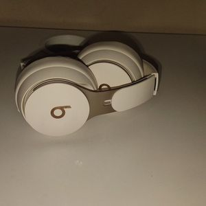 Beats Solo Pro- Ivory for Sale in Alhambra, CA