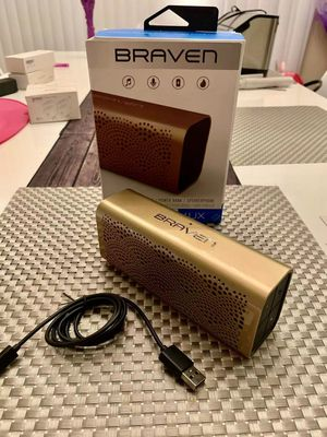 New in box Braven LUX gold edition bluetooth wireless 12 hours playtime water resistant portable speaker built-in 1400 mAh power bank phone charger for Sale in Pico Rivera, CA