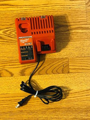 M12/M18 CHARGER IN LIKE NEW CONDITION for Sale in Downers Grove, IL