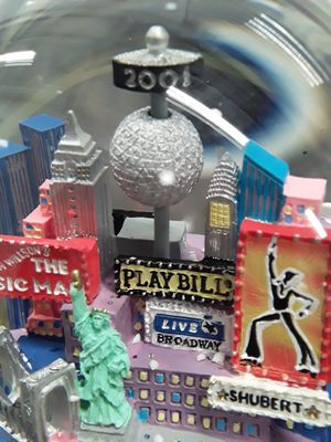 2001 New York Snow Globe music for Sale in National City, CA