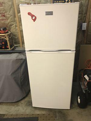 Free Frigidaire fridge/freezer for Sale in Shoreline, WA