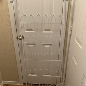 (1) Hanging Shoe Rack for Sale in Euless, TX