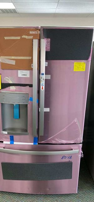 BRAND NEW!! GE GFD28GYNFS STAINLESS STEEL REFRIGERATOR MM for Sale in Corona, CA