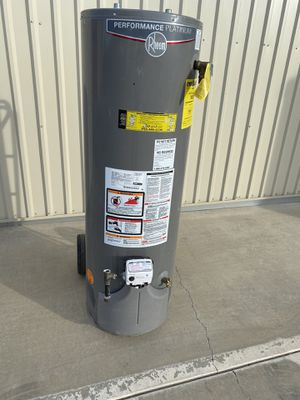 40 gallon water heater for Sale in Perris, CA
