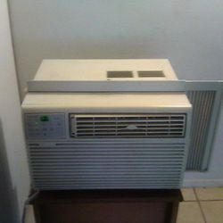 Air Conditioner Frigidaire 5,000 BTU for Sale in Cleveland,  OH
