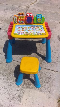 Kids desk and chair for Sale in New Port Richey,  FL