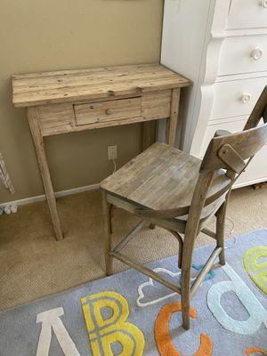 Small desk with chair for Sale in Laguna Niguel, CA