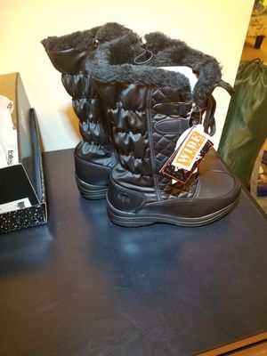 Totes Women Snow Boots size 7 wide for Sale in Silver Spring, MD