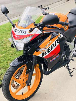 Honda cbr 250R,Repsol edition,like new,only 5,700 miles,clean title/tags 2020(great for beginners & experinced riders) for Sale in Garden Grove, CA