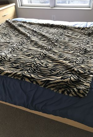 2 faux fur throw blankets for Sale in McLean, VA