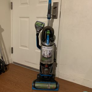 Bissell Pet Hair Eraser Lift-Off Vaccuum Cleaner Bagless upright for Sale in San Francisco, CA
