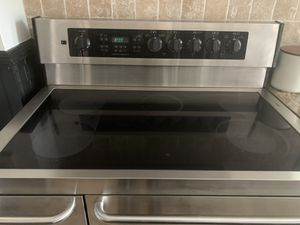 Frigidaire stove and range for Sale in Denver, CO
