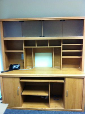 Office Desk and Hutch for Sale in San Marcos, CA