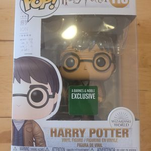 Harry Potter W/ Two Wands Barnes And Noble Exclusive Funko for Sale in Los Angeles, CA