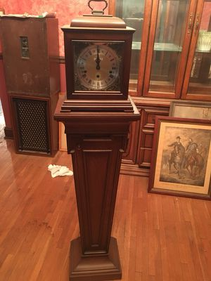 Antique Barwick clock with base for Sale in Columbus, OH