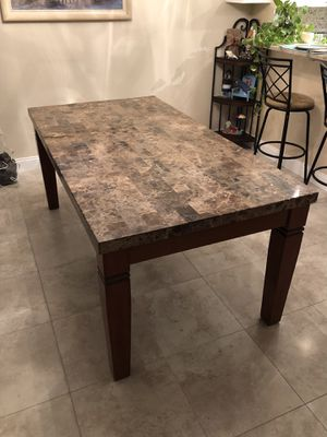 One piece solid dinning room table! for Sale in Pompano Beach, FL