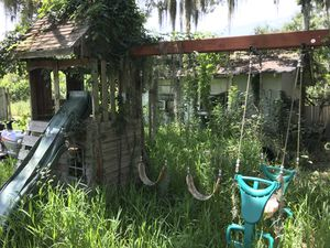 Old play house / swing set for Sale in Ruskin, FL